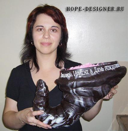 Сестра Ирина с шоколадным рогом изобилия