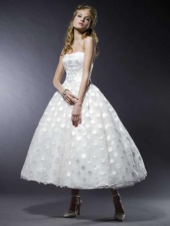 Пышное платье миди. Свадебное платье кружевное
