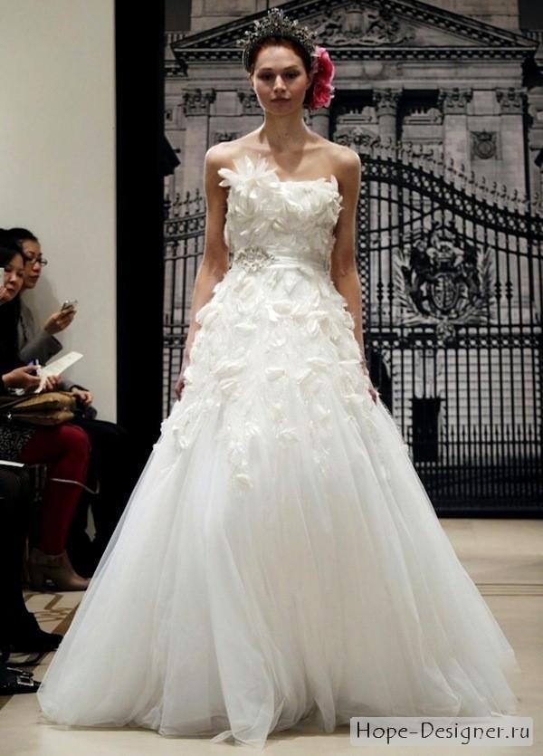 Отмечу также, что свадебные платья из новой коллекции Reem Acra несут в себе особый заряд женственности и пробуждения к новой жизни
