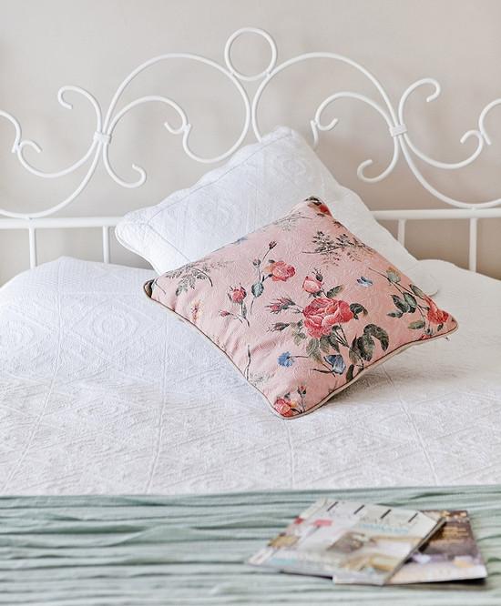 Красивая кровать