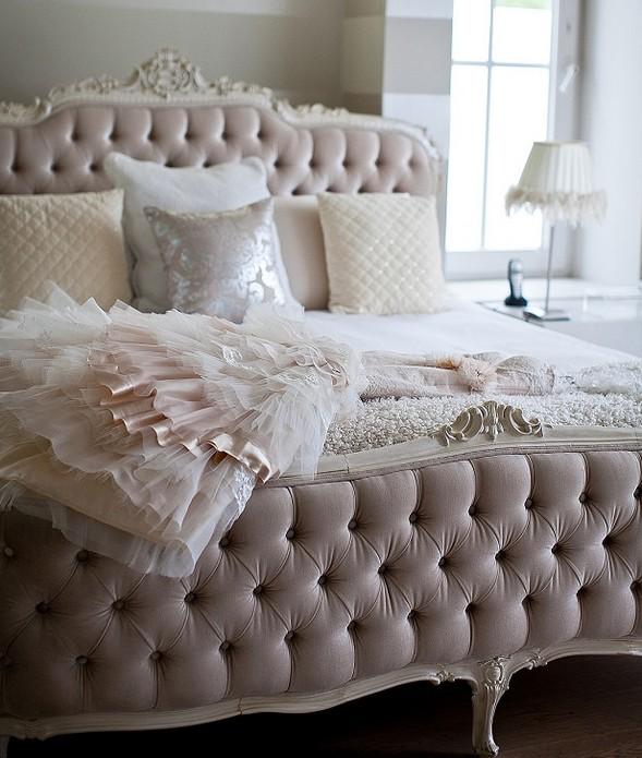 Платье Лизы на кровати