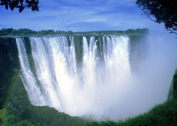 Знаменитый водопад Виктория в Замбии