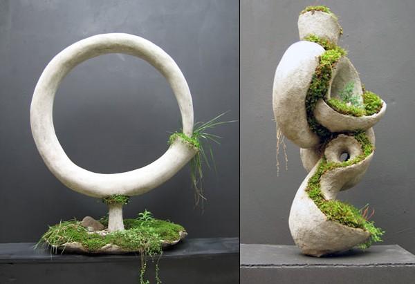скульптура из бетона и мха