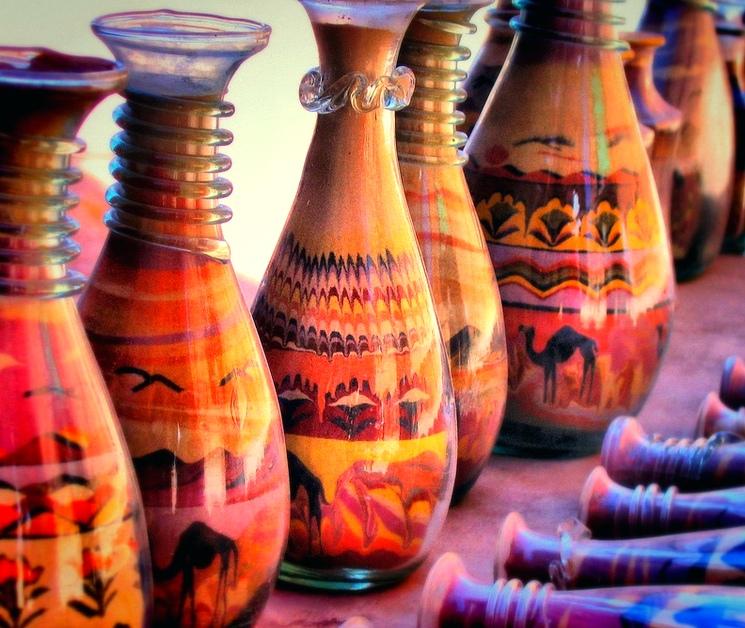 Искусство рисования цветным песком в бутылках