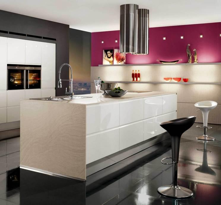 Кухня белая в стиле хайтек